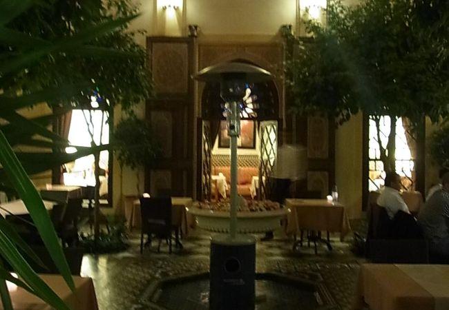 内装豪華でおしゃれなイタリア料理&モロッコ料理のレストラン