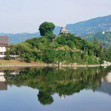 清流肱川縁に建つ大洲城