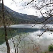 お城のほとりの湖