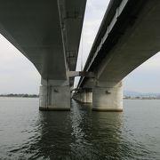 琵琶湖の根元のきれいな橋