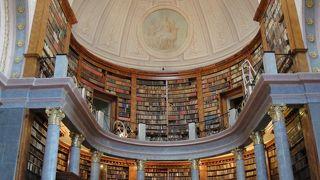 図書館を見るだけでも来た価値がある