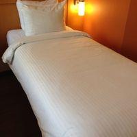 幅の狭〜いシングルベッド。デブいじめか!(笑)