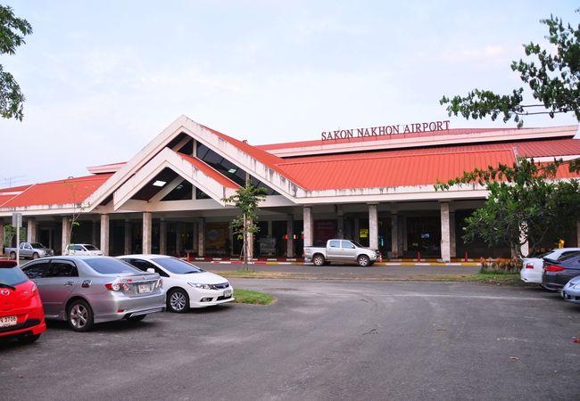 サコンナコン空港 (SNO)