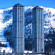 広い原野に立つ二本の高層ホテルが印象的で、周辺はゴルフ・スキーのできるリゾート地です