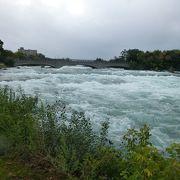 川が間近に見られる