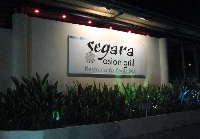ビーチ沿いのおしゃれなレストラン