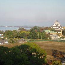琵琶湖が見える。長浜城も。・
