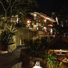 夜のラ ビューレストラン外観