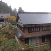 こじんまりとした山寺