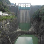 寂れた雰囲気のある木曽川水系の重力式コンクリートダム
