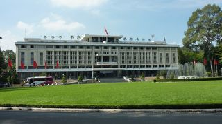 サイゴンの歴史を感じさせる豪華な建物です