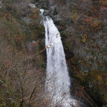 幅6m落差55mの秋保大滝(展望台から)