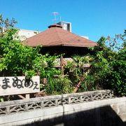 ローカルなお店の雰囲気に、沖縄そばのダシ汁が◎