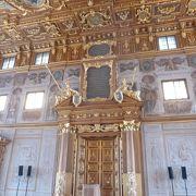 金色の部屋