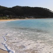 小さな半島のような先端にある静かなビーチ