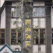 市街地にある歴史的な建築物