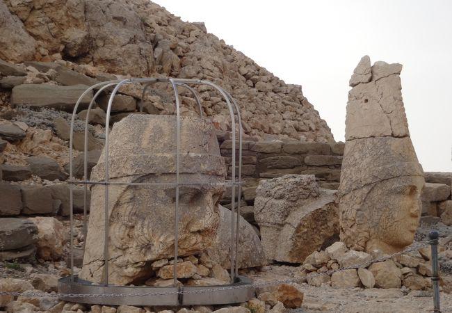 山頂に石像が鎮座する世界8番目の不思議
