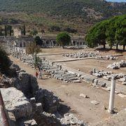 紀元前3世紀ごろ、リシマコス帝の時代に造られた「商業アゴラ」です。