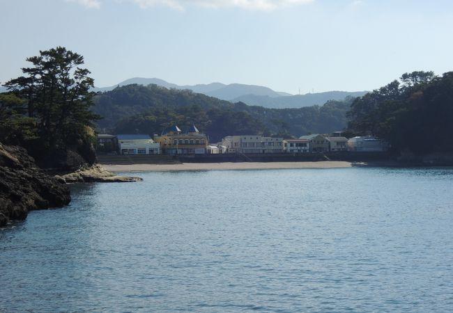 島々が沖に浮かぶ景観は素晴らしい