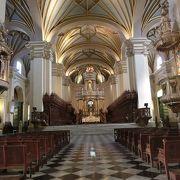 コンキスタドール、ピサロの遺体がある教会。