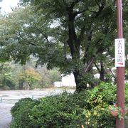 昭和天皇陛下の歌碑があります