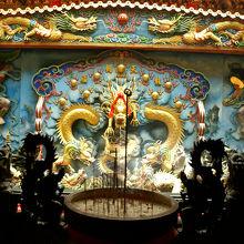 廟内の装飾