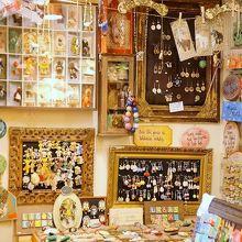 ヴィリニアウス通りにある、手作りの作品がぎゅっと詰まった可愛いお店
