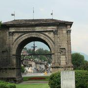ローマ時代から続く遺跡の町