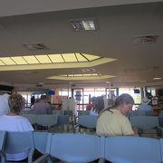 エアーズロック空港-こじんまりしたウルルの玄関口