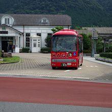 萩駅前を通る萩循環まぁーるバス