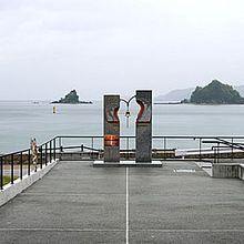 日本海を望む通路に鐘がありました。