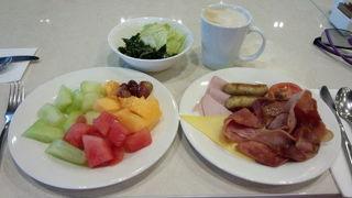 ホテルの豪華な朝食ビュッフェです