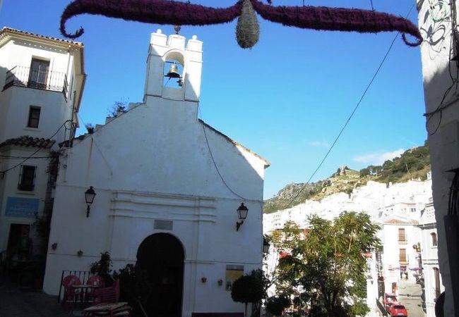 町の中心広場の傍らにある小さな教会