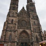 中央駅から歩いて最初に見える大きな教会