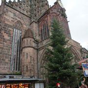 中央広場にある教会