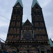 雄大にそびえたつ大聖堂