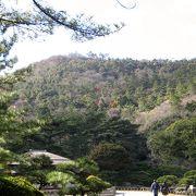 高松市の市内部に近い栗林公園と一体化した山です