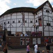 16世紀の雰囲気を再現した劇場
