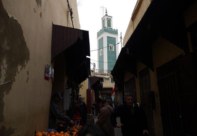 「グランモスク」を目印にして歩くと迷いにくい