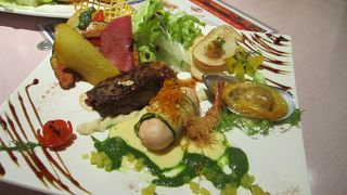 ファミレスクラスから本格ディナーまで幅広い料理が頂けます。