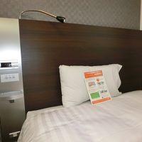電灯類の集中スイッチ・コンセント・読書灯などベッド周辺も便利