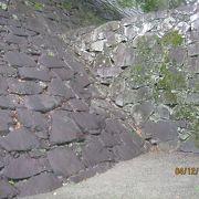 勾配と住み方が異なる石垣です。