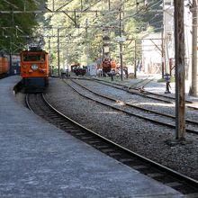猫又駅のホームです。引き込み線路もあり大きい。