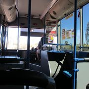 エアーズロックリゾート巡回バス-便利なリゾート内の足