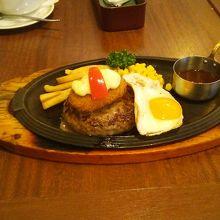 定番のハンバーグステーキ