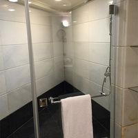 バスタブとは別になったシャワールーム