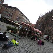 町の中心ですが、余り人が見当たらない静かな落ち着いた広場です
