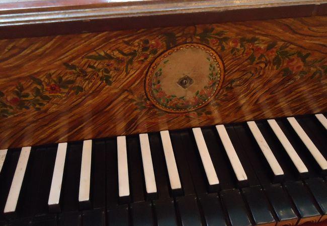 うつくしい鍵盤楽器にかこまれてうっとりです。