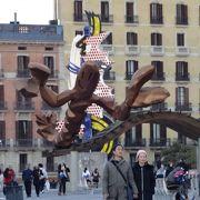 バルセロナの海沿いを散策していると遭遇する巨大なエビ!!!