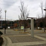 バーベキューや芝生広場がある広い公園
